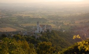 9-Panorama al tramponto su Assisi