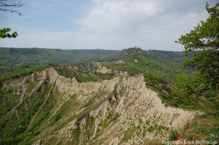 Valle dei Calanchi-Pianale, panorama verso Civita 1 RCRLB