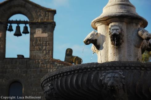 Viterbo-Piazza del Gesù, scorcio con fontana RCRLB