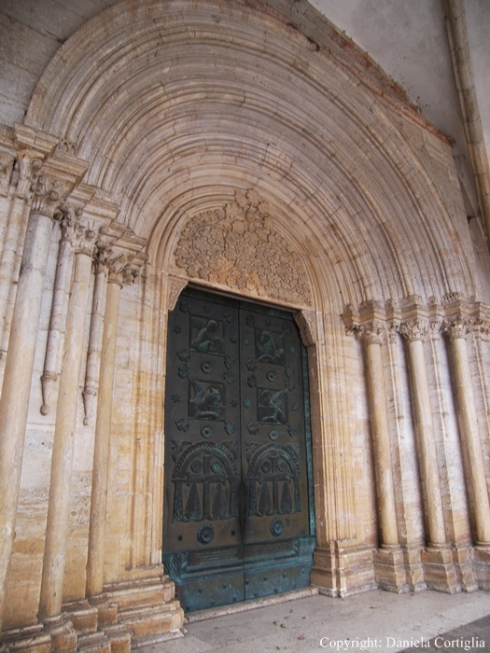 Abbazia di Casamari-Portale della chiesa RCRDC.jpg