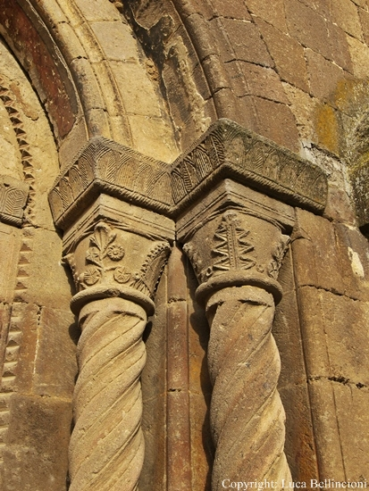 Tuscania-Chiesa di S. Maria d. Rose, particolare RCRLB.jpg