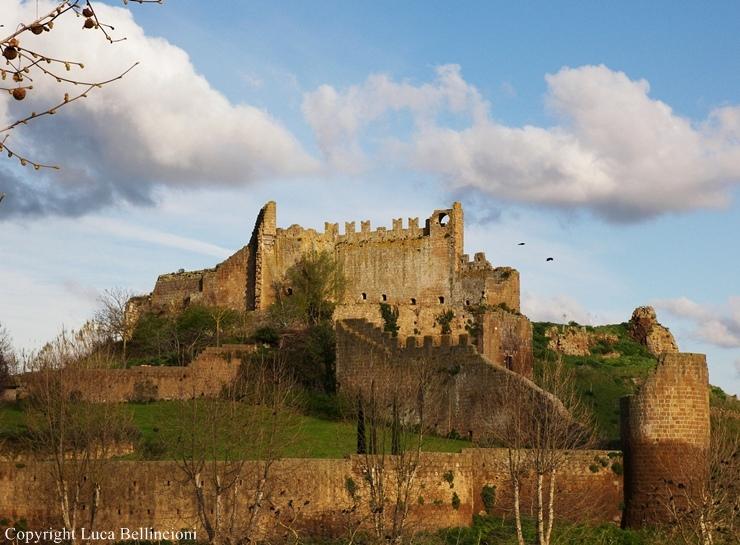 Tuscania-Rivellino, rovine 1 RCRLB.jpg